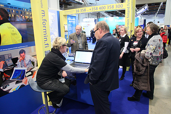 Travel notifications can be made online or by text message. The Ministry for Foreign Affairs guiding visitors at the Travel Fair. Photo: Eero Kuosmanen.