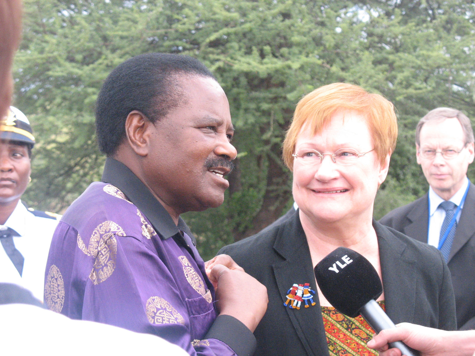 Finland's President Tarja Halonen and Namibia's Vice President Nickey Iyambo being interviewed by the Finnish broadcasting company YLE.